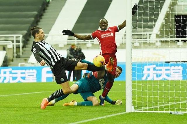 Salah vô duyên, Liverpool ngậm ngùi chia điểm với Newcastle - 3