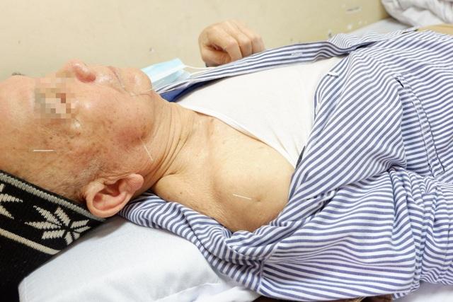 Xem bác sĩ dùng điện châm chữa liệt nửa người cho bệnh nhân đột quỵ - 6