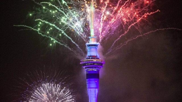 Màn pháo hoa tuyệt đẹp đón năm mới 2021 - 9