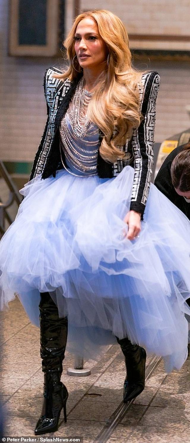 Jennifer Lopez mặc đẹp như công chúa trên phố - 8