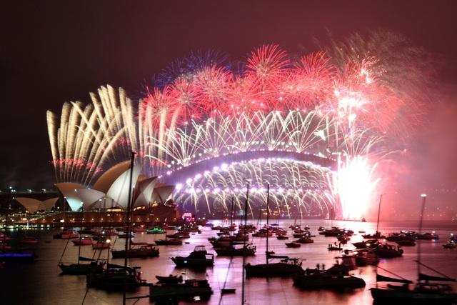Màn pháo hoa tuyệt đẹp đón năm mới 2021 - 2