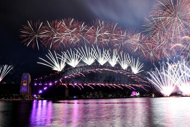 Màn pháo hoa tuyệt đẹp đón năm mới 2021 - 3