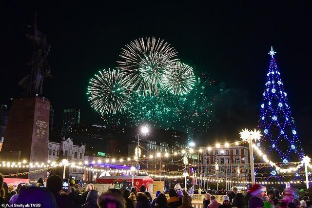 Màn pháo hoa tuyệt đẹp đón năm mới 2021 - 10