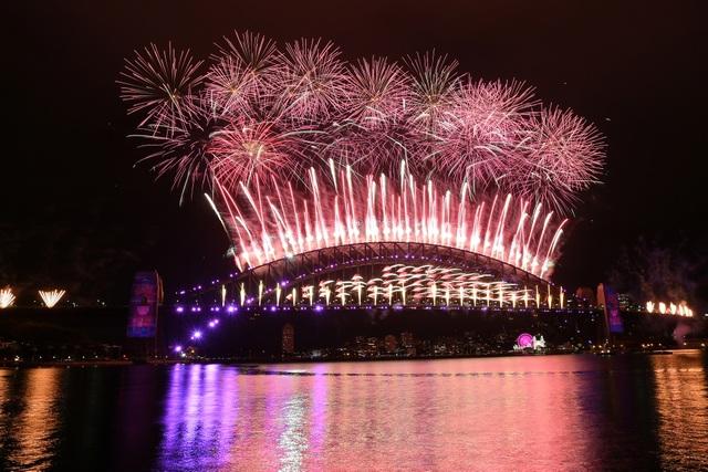 Màn pháo hoa tuyệt đẹp đón năm mới 2021 - 5