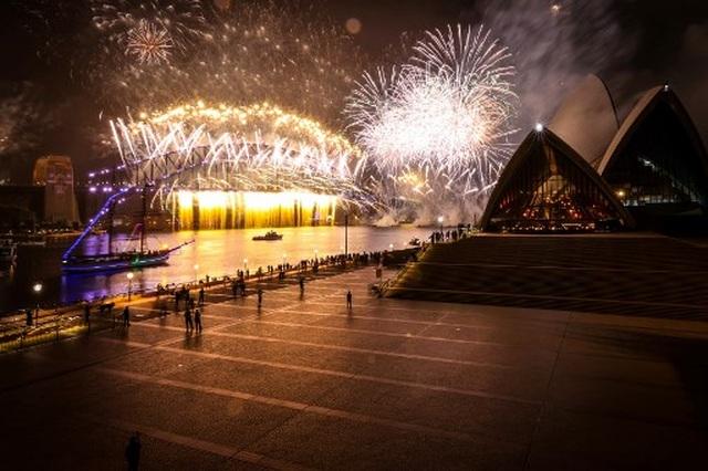 Màn pháo hoa tuyệt đẹp đón năm mới 2021 - 6