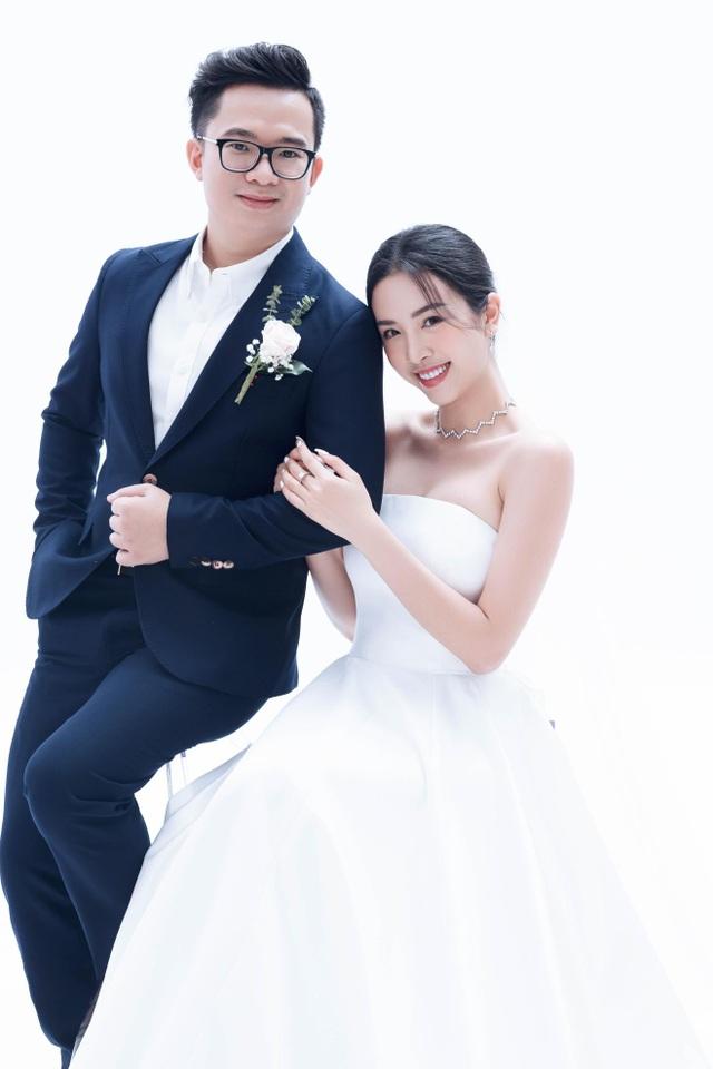 Á hậu Thúy An bất ngờ tung ảnh cưới và công bố kết hôn cùng chồng Tiến sĩ - 1