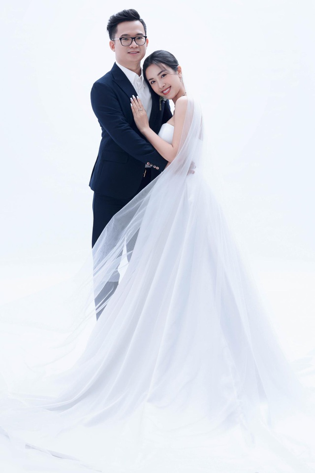 Á hậu Thúy An bất ngờ tung ảnh cưới và công bố kết hôn cùng chồng Tiến sĩ - 2