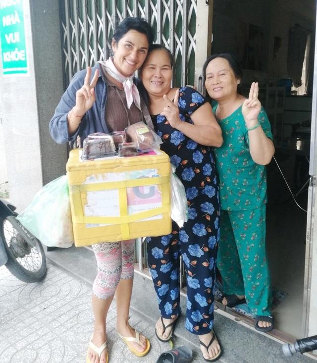 Người phụ nữ Belarus bán bánh mưu sinh ở Nha Trang do dịch Covid-19 - 3