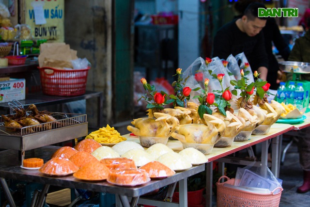 Cảnh vắng vẻ đìu hiu chưa từng có ở khu chợ sắm Tết của nhà giàu Hà Nội - 4