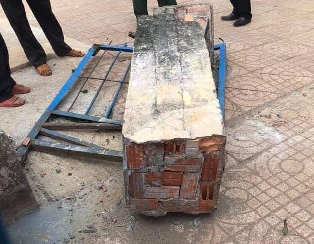 Vụ cổng trường sập đè chết học sinh: Chủ tịch tỉnh chỉ đạo làm rõ - 1