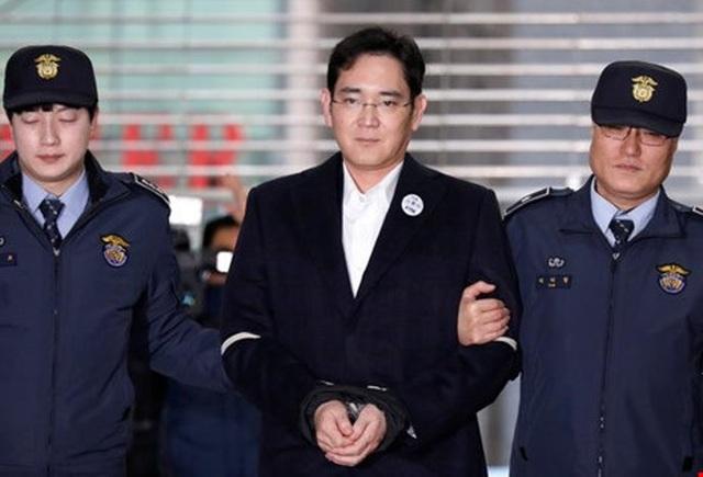 Ai sẽ kế vị Samsung khi thái tử đối mặt với 9 năm tù vì hối lộ? - 1