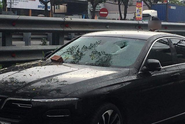 Bắt 2 đối tượng gây ra hàng loạt vụ đập kính ô tô ở Đà Nẵng - 2