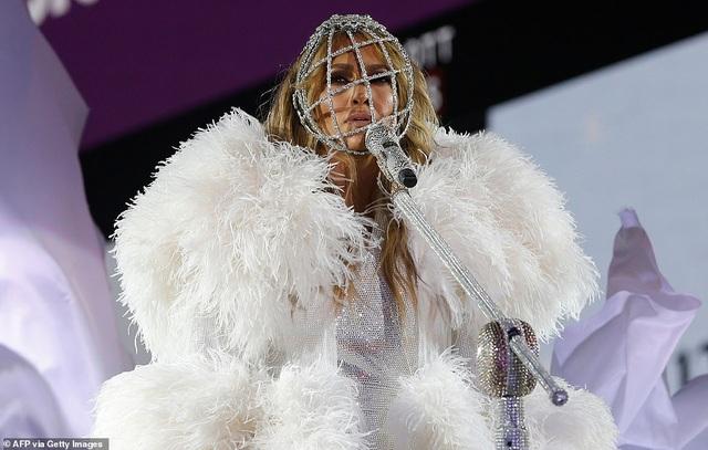 Jennifer Lopez trình diễn cuốn hút trong đêm giao thừa - 1