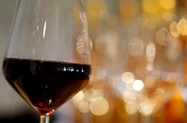 Tranh chấp với EU, Mỹ áp thuế với rượu vang Pháp, Đức và phụ tùng máy bay - 1