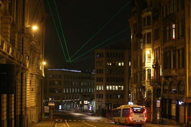 Pháo hoa sáng rực bầu trời châu Âu chào năm mới 2021 - 14