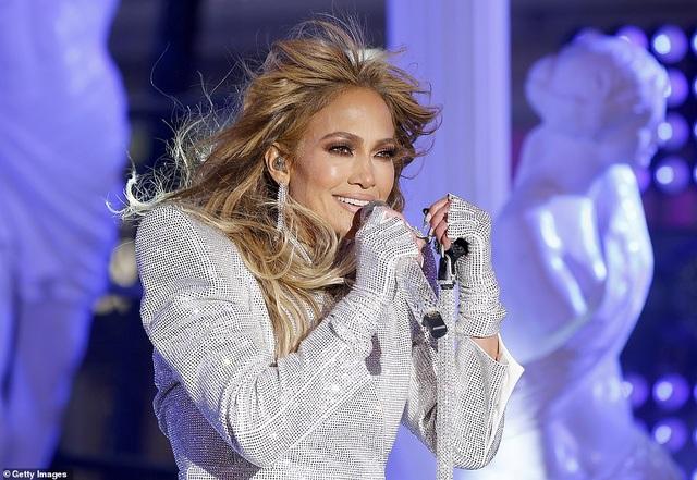 Jennifer Lopez trình diễn cuốn hút trong đêm giao thừa - 3