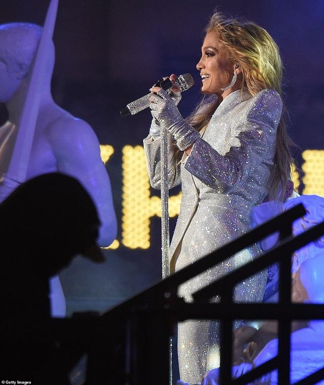 Jennifer Lopez trình diễn cuốn hút trong đêm giao thừa - 7