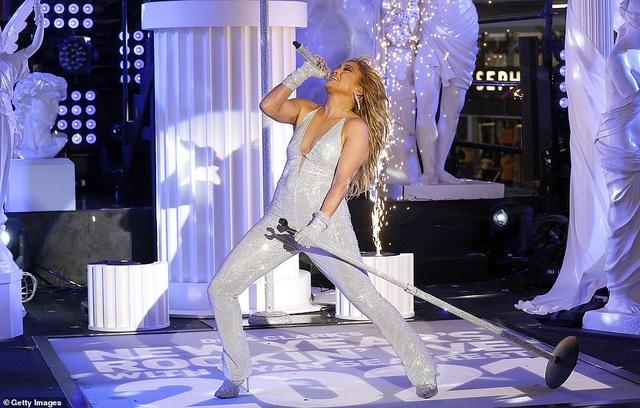 Jennifer Lopez trình diễn cuốn hút trong đêm giao thừa - 8