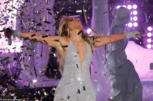 Jennifer Lopez trình diễn cuốn hút trong đêm giao thừa - 5