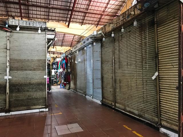 Tiểu thương chợ Bến Thành gặp khó, chuyển nghề đi giúp việc, chạy xe ôm - 10