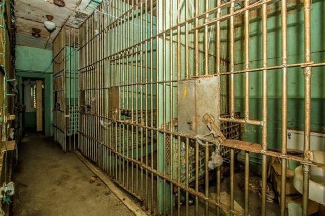 Căn nhà đẹp như mơ với thiết kế rùng rợn 7 phòng giam - 4