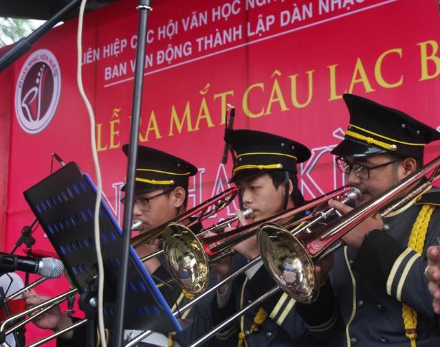 Thưởng thức âm nhạc vui nhộn dàn kèn Huế ngày đầu năm - 8