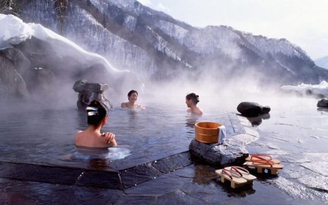 Văn hóa tắm onsen Nhật, jjimjilbang Hàn Quốc và lá thuốc người Dao - 1