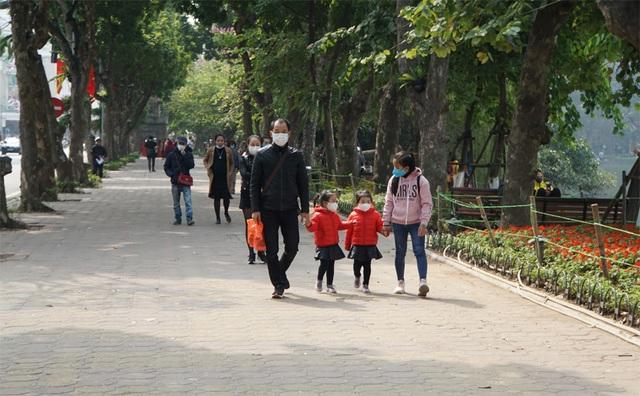 Hà Nội không mưa, TPHCM lạnh trong ngày đầu năm mới - 1