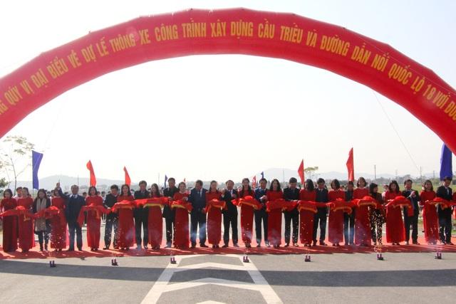 Thông xe cây cầu nối hai thị xã Đông Triều và Kinh Môn - 1
