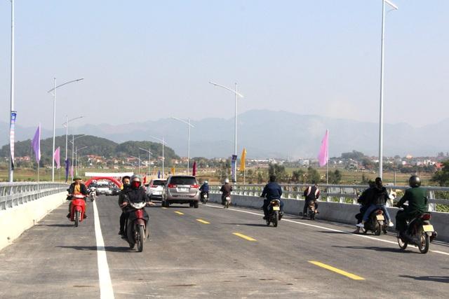 Thông xe cây cầu nối hai thị xã Đông Triều và Kinh Môn - 3