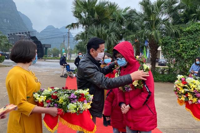 Di sản Phong Nha - Kẻ Bàng đón những vị khách đầu tiên xông đất năm mới - 1