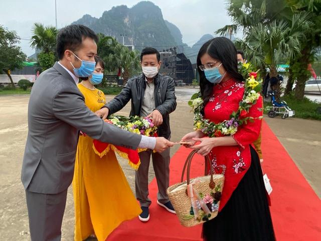 Di sản Phong Nha - Kẻ Bàng đón những vị khách đầu tiên xông đất năm mới - 2