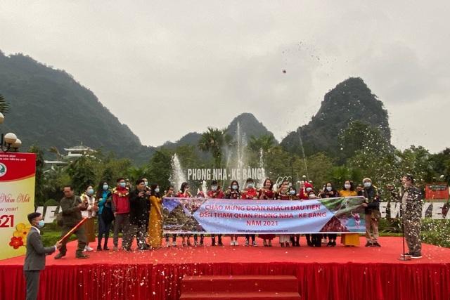 Di sản Phong Nha - Kẻ Bàng đón những vị khách đầu tiên xông đất năm mới - 3