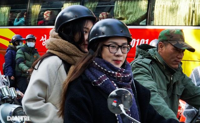 Các khu vui chơi ở Hà Nội đông nghịt người ngày đầu năm mới - 8