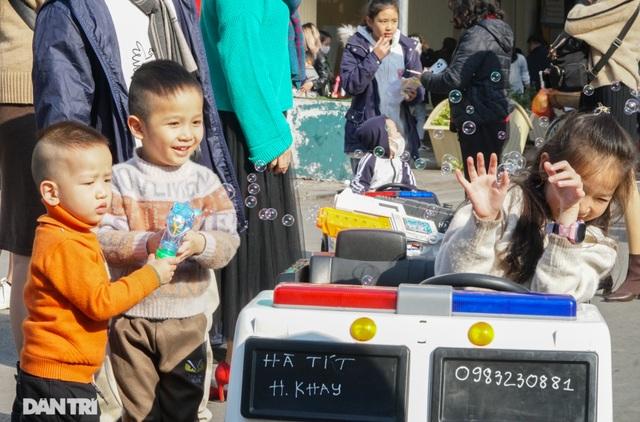 Các khu vui chơi ở Hà Nội đông nghịt người ngày đầu năm mới - 6