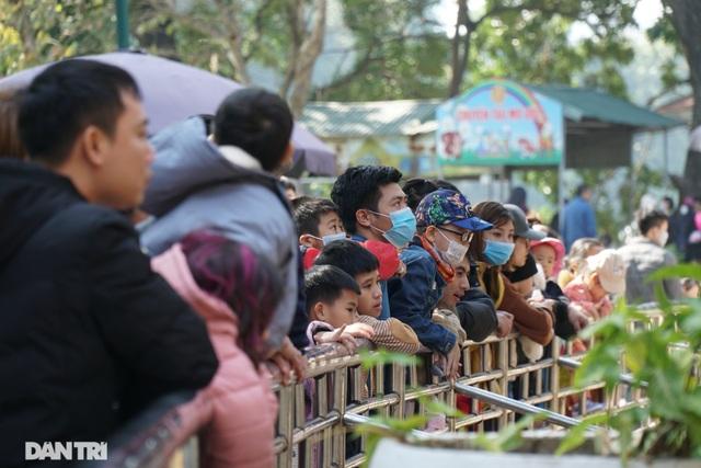 Các khu vui chơi ở Hà Nội đông nghịt người ngày đầu năm mới - 11