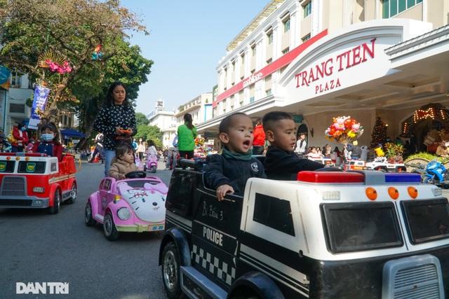 Các khu vui chơi ở Hà Nội đông nghịt người ngày đầu năm mới - 3