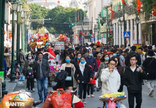 Các khu vui chơi ở Hà Nội đông nghịt người ngày đầu năm mới - 2