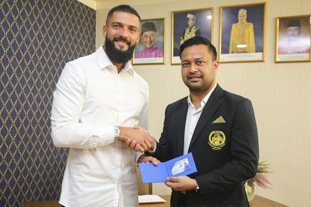 Malaysia chốt xong hai cầu thủ nhập tịch đấu đội tuyển Việt Nam - 1