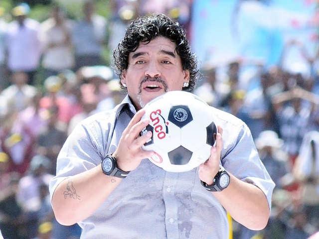 Nữ cầu thủ bất ngờ tự nhận là con rơi của Maradona - 2