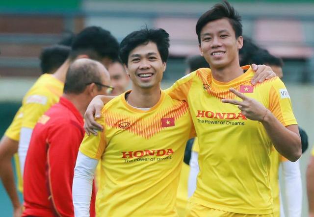 HLV Park Hang Seo và tuyển thủ Việt Nam chúc Tết người hâm mộ - 1