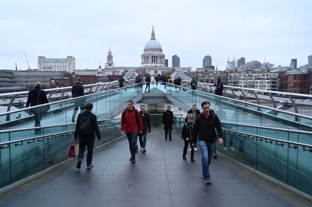 Anh thời hậu Brexit: Sinh viên châu Âu lo lắng về học phí - 1