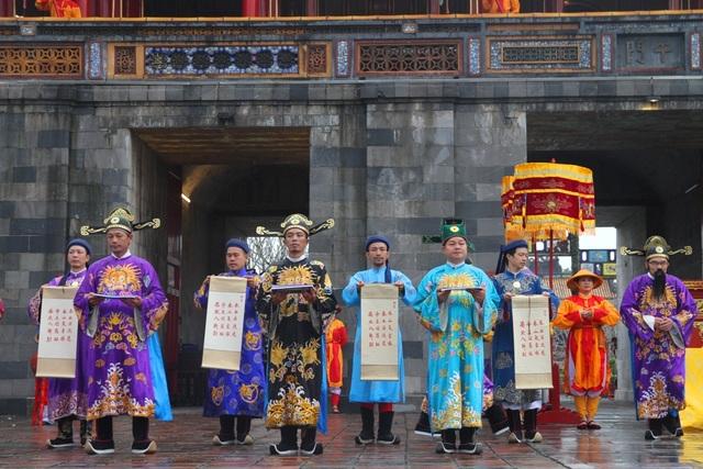 Độc đáo tái hiện lễ ban lịch đầu năm mới của vua Nguyễn - 8