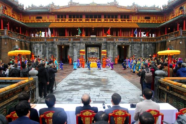 Độc đáo tái hiện lễ ban lịch đầu năm mới của vua Nguyễn - 9