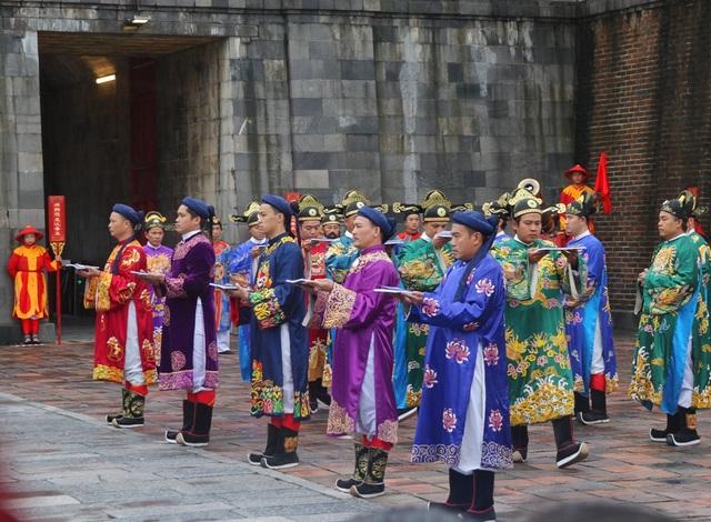 Độc đáo tái hiện lễ ban lịch đầu năm mới của vua Nguyễn - 2