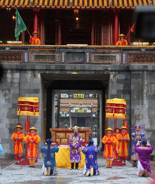 Độc đáo tái hiện lễ ban lịch đầu năm mới của vua Nguyễn - 6