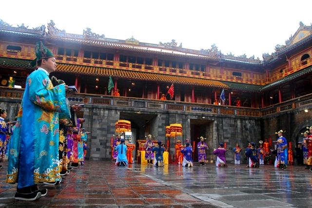 Độc đáo tái hiện lễ ban lịch đầu năm mới của vua Nguyễn - 1