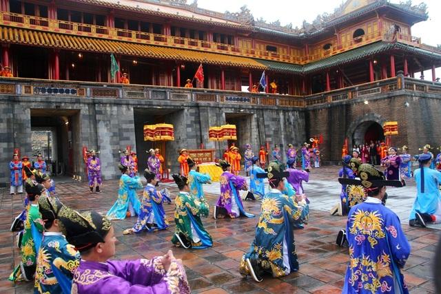 Độc đáo tái hiện lễ ban lịch đầu năm mới của vua Nguyễn - 5