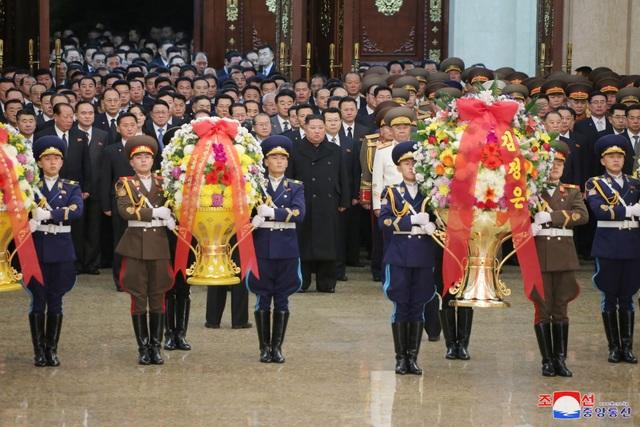 Ông Kim Jong-un hứa làm việc chăm chỉ trong thông điệp mừng năm mới - 1