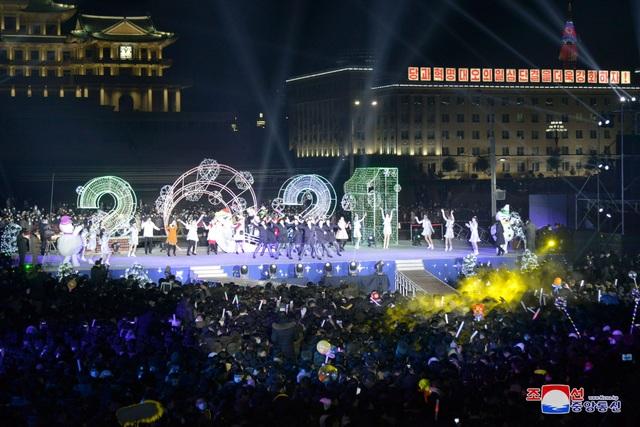 Ông Kim Jong-un hứa làm việc chăm chỉ trong thông điệp mừng năm mới - 8